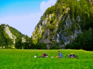 bicycle touring picnic in austria on the ennsradweg