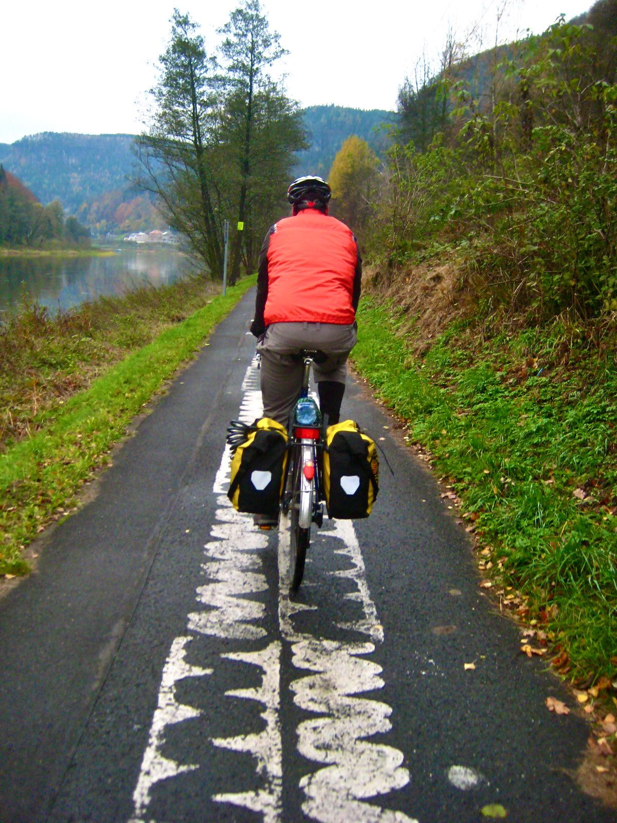 bicycling on the elberadweg; cycling on an off road path; two wheel travel