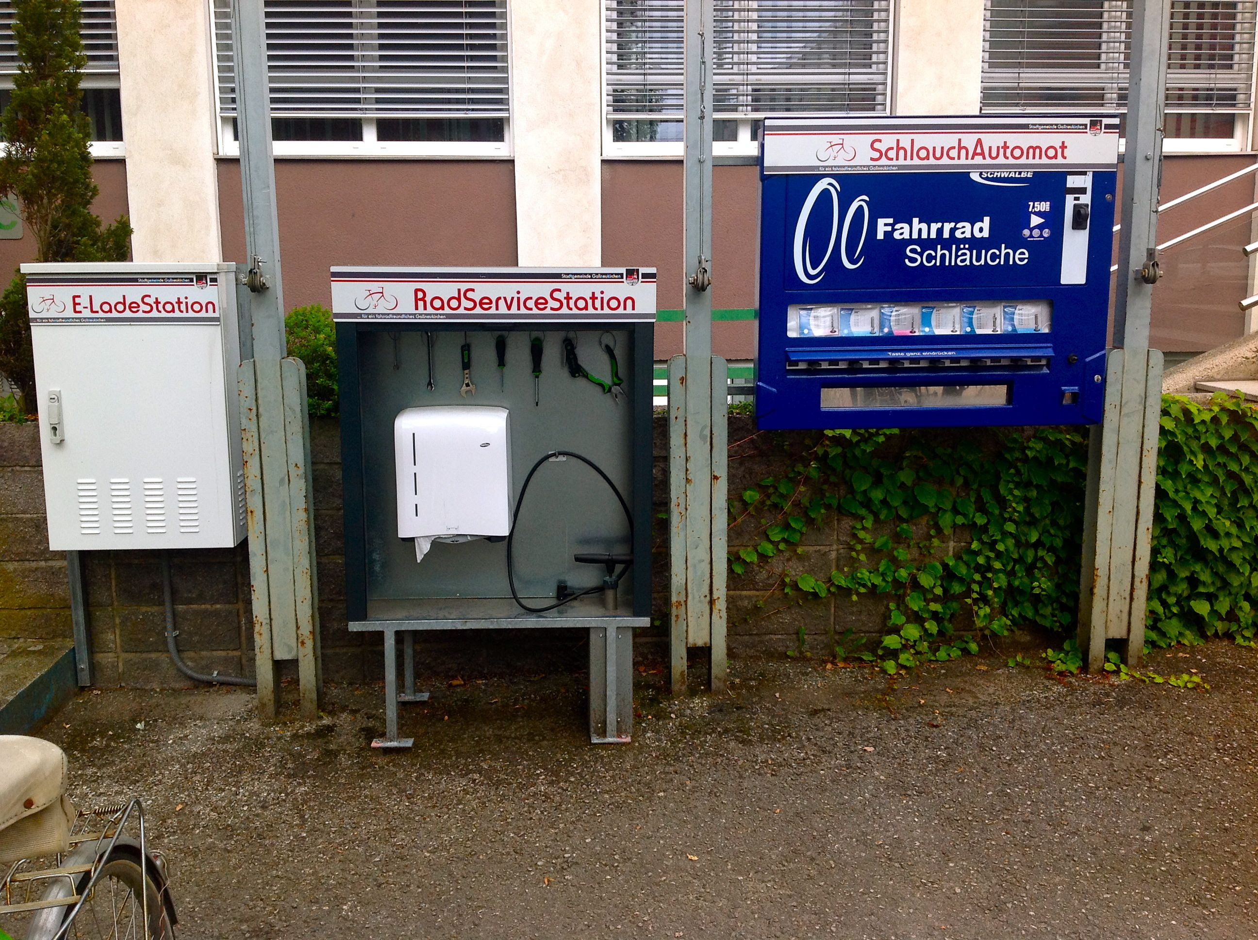 radpoint -self service bike repair station; bike travel; bicycle tourism in europe